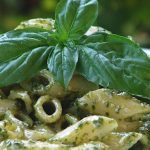 Pasta with pesto sauce: a homemade recipe