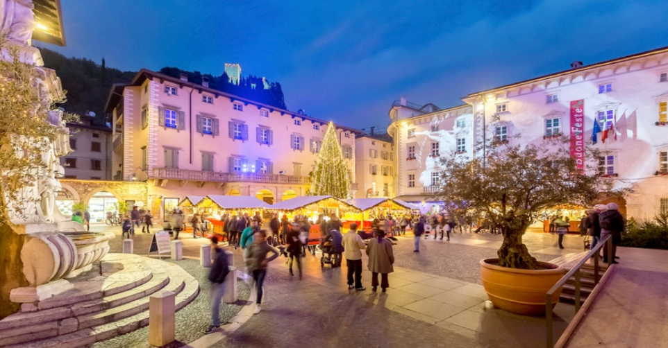 A Romantic Itinerary Of Christmas Markets From The Banks