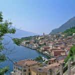 Lakes & Outlets: panoramic and luxury shopping itinerary in Italy