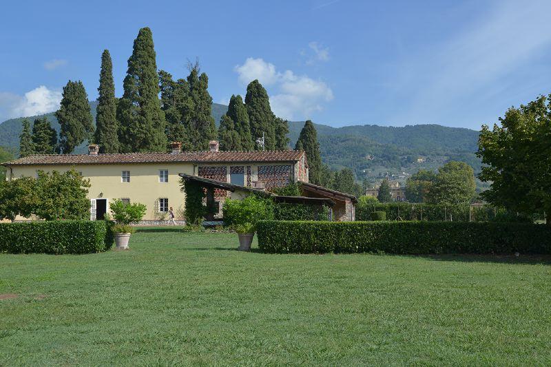 Villa Rentals in Capannori : Florence & Tuscany - Italy: Casale Ottavia
