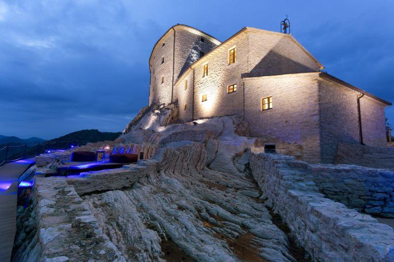 Cagli Urbino-Area Adriatic-Coast-&-The-Marches Castello di Naro gallery 001