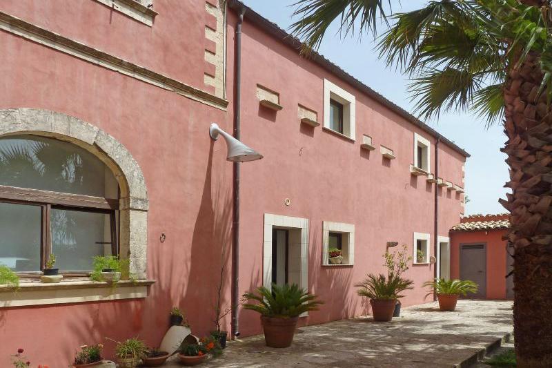 Villa Rentals in Ragusa : Sicily - Italy: Villa Baronale